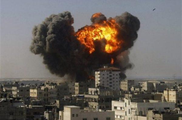 غارات إسرائيلية على قطاع غزة بعد توتر وإطلاق قذائف