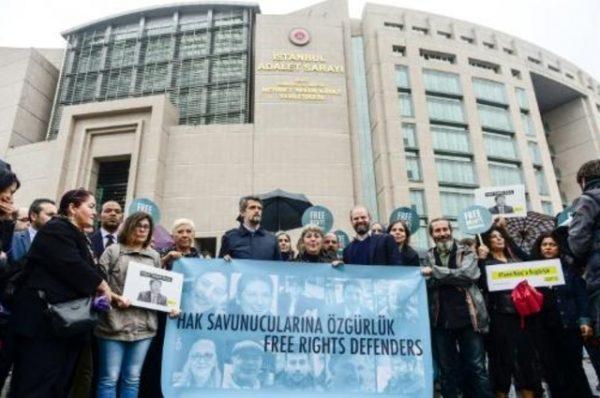 تركيا: 300 مذكرة توقيف بإطار محاولة الانقلاب الأخيرة