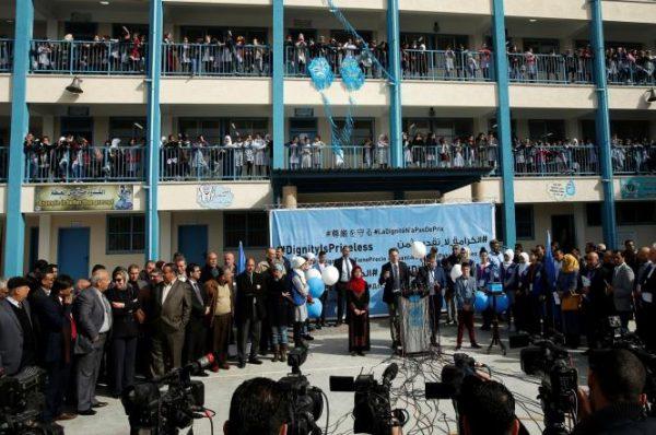 """""""أونروا"""" قررت إغلاق مؤسستين لها في غزة"""