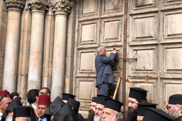 إعادة افتتاح كنيسة القيامة في شرق القدس بعد ثلاثة أيام من إغلاقها