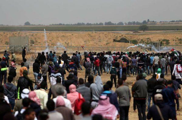 """جمعة عاشرة لمسيرات العودة في غزة """"توحد غزة وحيفا"""""""