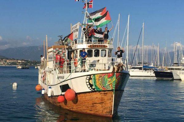 إسرائيل تبدأ بترحيل بعض النشطاء الدوليين الذين كانوا على متن سفينة العودة