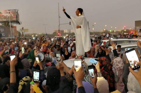 المنظمة العربية لحقوق الإنسان :المجلس العسكري يتحمل مسؤولية إطلاق النار على المعتصمين