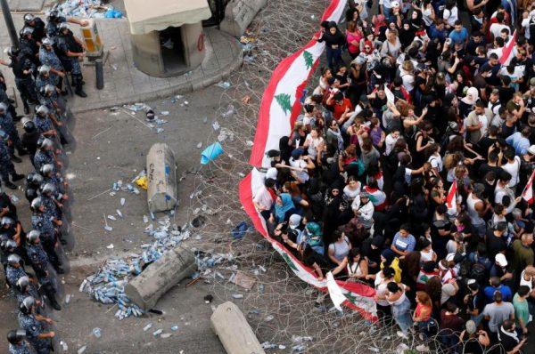 حملة قمع وجهتها السلطات اللبنانية لطرد الناس من الشارع