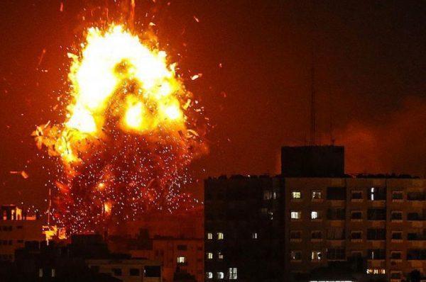 الاحتلال يقصف مواقع للمقاومة في غزة .. بعد اطلاق قذيفة صاروخية من القطاع