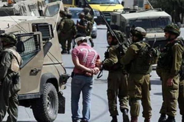 جيش الاحتلال ينفذ حملة مداهمات واعتقالات بالضفة واستهداف للصيادين ببحر غزة