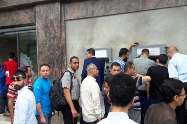شروع بنوك فلسطينية وعربية علي إغلاق حسابات الأسرى والشهداء