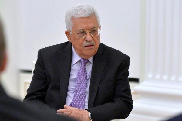 """هل بدأت إسرائيل في محاولة """"نزع الشرعية"""" عن عبّاس؟"""