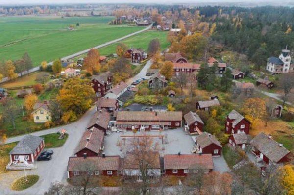 قرية سويدية للبيع الكامل مقابل 7 ملايين دولار