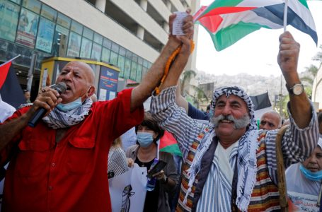 Palestinians take part in a protest against the United Arab Emirates and Bahrain's deal with Israel to normalise relations, in Nablus in the Israeli-occupied West Bank September 15, 2020. REUTERS/Raneen Sawafta