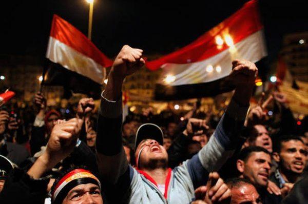 مصر: مظاهرة شعبية تطالب برحيل السيسي ومطالبة حقوقية بإطلاق سراح نشطاء