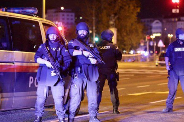"""هجوم فيينا: اعتقال 14 شخصًا والمنفّذ """"خدع"""" برنامج إعادة تأهيل المتطرّفين"""