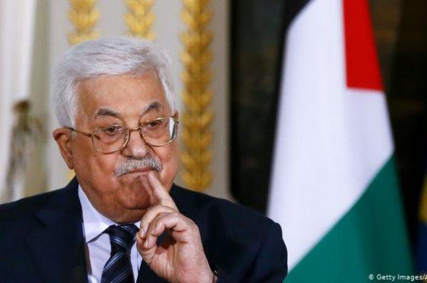 السلطة الفلسطينية تمنع توجيه أي انتقادات للدول العربية التي تطبّع مع إسرائيل