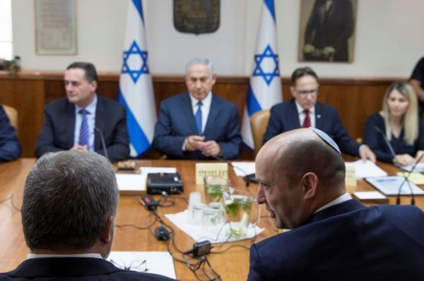 سباق مع الزمن لتشكيل حكومة إسرائيلية جديدة ومحاولات التوصل إلى تفاهمات