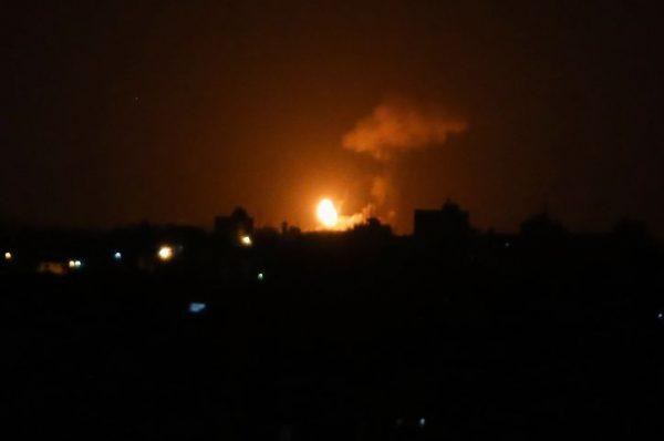 الاحتلال الاسرائيلي يقصف موقعين لحماس في قطاع غزة