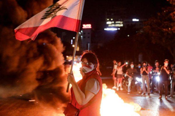 عودة المظاهرات في شوارع لبنان مع تراجع العملة المحلية