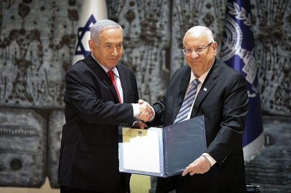 """ريفلين يكلف نتنياهو بتشكيل الحكومة المقبلة ونتنياهو يعلق """"سأفعل ما في وسعي لإخراج إسرائيل من دوامة الانتخابات"""""""