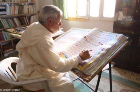 خطاط ليبي يبدع بكتابة ألف مصحف ويسعى  لرسم قرآن بالخط العربي