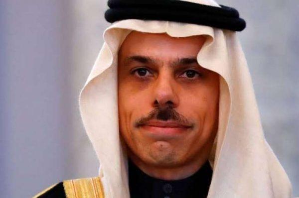 في إطار تعزيز العلاقات بين البلدين.. وزير الخارجية السعودي يصل قطر