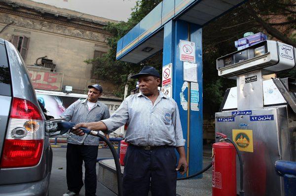 تخوف لدي المصريين من موجة غلاء بعد قرار زيادة سعر البنزين
