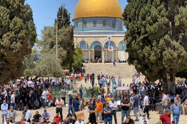 بعد ليلة دامية من المواجهات .. نحو 60 ألف مصل لصلاة الجمعة في المسجد الأقصى