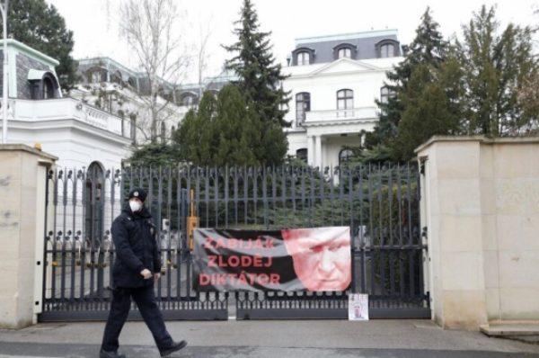جمهورية التشيك تطرد 18 دبلوماسيا روسياً بعد تهم للاستخبارات الروسية بتدبير انفجار قبل 6 سنوات