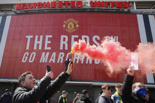 الدوري الإنجليزي في خطر بسبب مباراة مانشستر يونايتد وليفربول