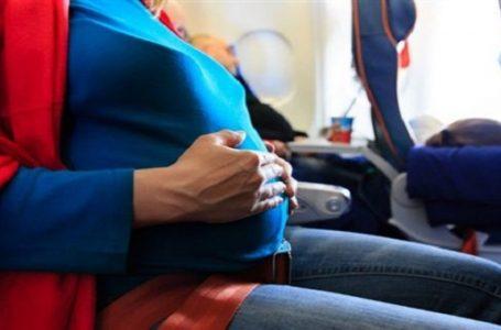 مسافرة تلد على متن طائرة وتكشف عن عدم علمها بالحمل..صورة