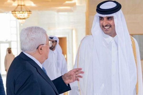 أمير قطر يشدد في اتصال مع عباس على الدعم القطري للفلسطينين