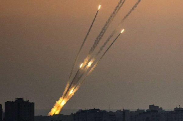 القسام يعلن قصف مطار رامون على بعد 220كيلومتراً من غزة بصواريخ جديدة تدخل الخدمة