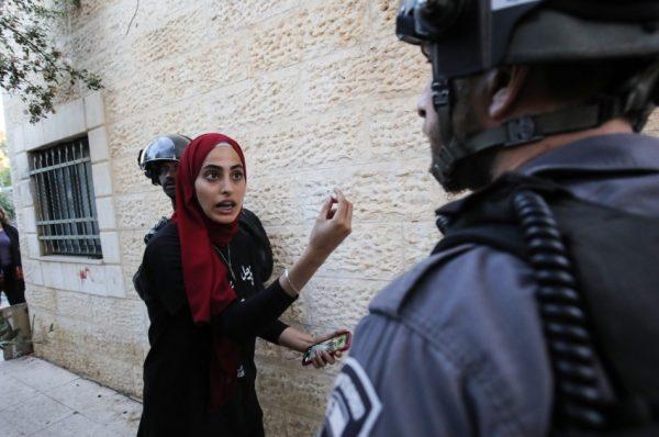 الاحتلال يعتقل الناشطة المقدسية منى الكرد ويلاحق عددا من الصحفين الفاعلين