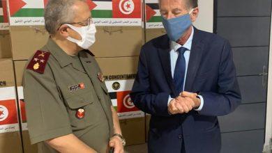 بتوجيهات من عباس : تسليم 50 جهاز أكسجين للمستشفى العسكري في تونس